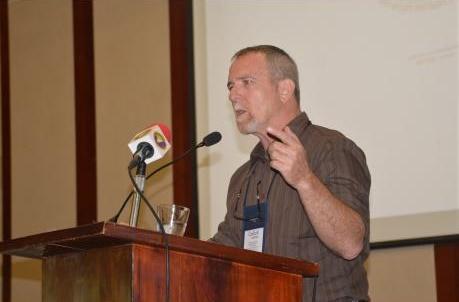 """בועז וכטל (מייסד עלה ירוק) לרשויות בג'מייקה: """"אל תפחדו לקחת את הלגליזציה בידיים"""""""