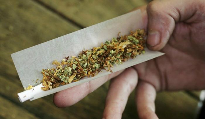 מריחואנה וטבק בג'וינט - קססה