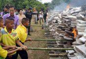 """תלמידי בי""""ס הוזמנו לשרוף 8 טון מריחואנה – כדי ללמוד על סמים"""