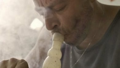 Photo of מסובך: רן שריג מעשן קנאביס בסדרה חדשה