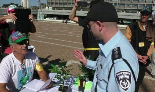הסגירו עצמם למשטרה: צורכים קנאביס