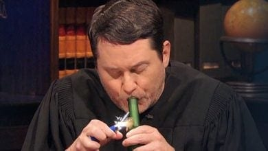 Photo of בית המשפט המסטול: דאג בנסון שופט תיקים אמיתיים תחת השפעה