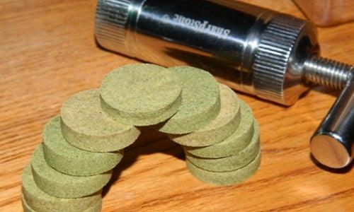 3 שיטות להפוך אבקת קנאביס לחשיש מוצק