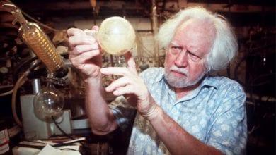 אלכסנדר שולגין במעבדתו