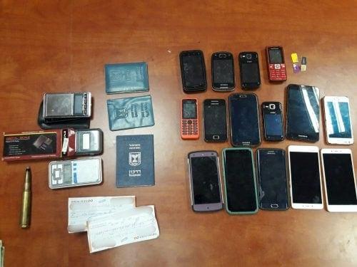 15 טלפונים מכשירים ניידים
