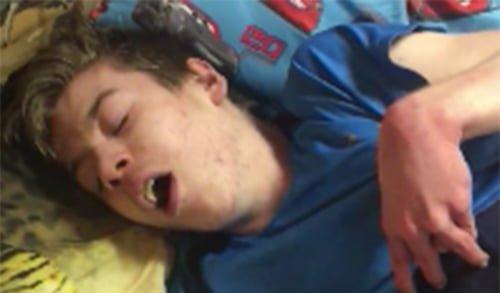 לפני ואחרי: כך שמן קנאביס מרגיע ילד בהתקף אפילפסיה