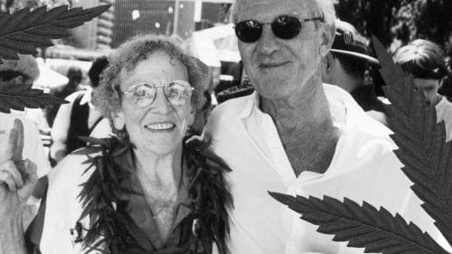 דניס פרון עם מרי ג'יין רת'בון