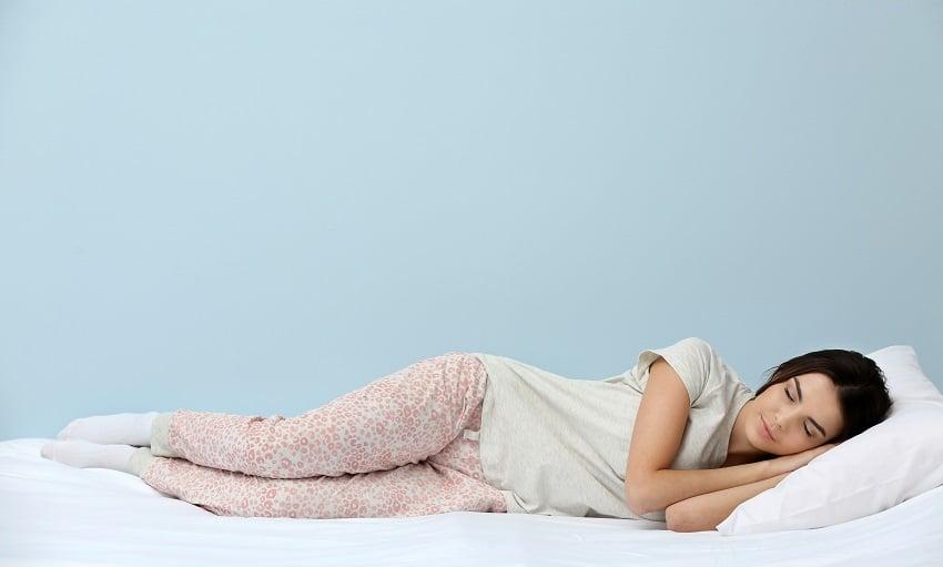 קנאביס ושינה: למה חולמים יותר כשמפסיקים לעשן