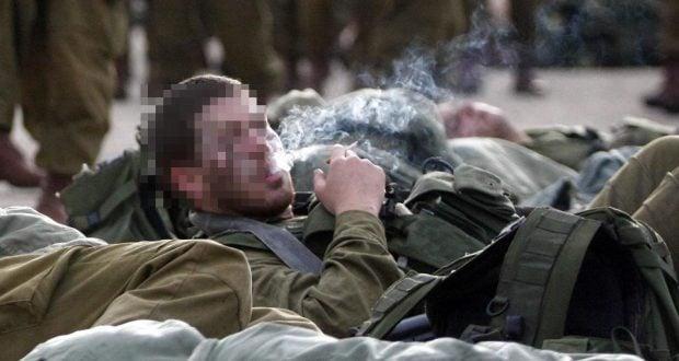 חייל מעשן (צילום: אביר סולטן, פלאש90)