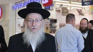 יעקב ליצמן על רקע סופר פארם (צילום: הדס פרוש, פלאש90)