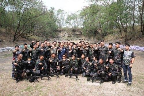 נציגי חברת תעשיות נשק לישראל עם משטרת הפיליפינים
