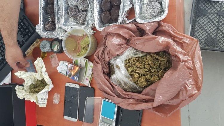 כדורי שוקולד נתפסו בפשיטת משטרה