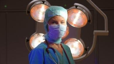 רופאה חדר ניתוח
