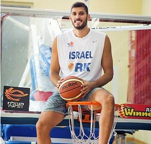 Basketball star Omri Caspi invested millions in cannabis (Photo: Moshe Shai, Flash 90)