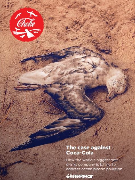 קמפיין של 'GreenPeace' נגד קוקה-קולה - חונקת את החיות עם פלסטיק