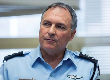 """מפכ""""ל המשטרה לשעבר יוחנן דנינו, כיום יו""""ר חברת הקנאביס טוגדר"""