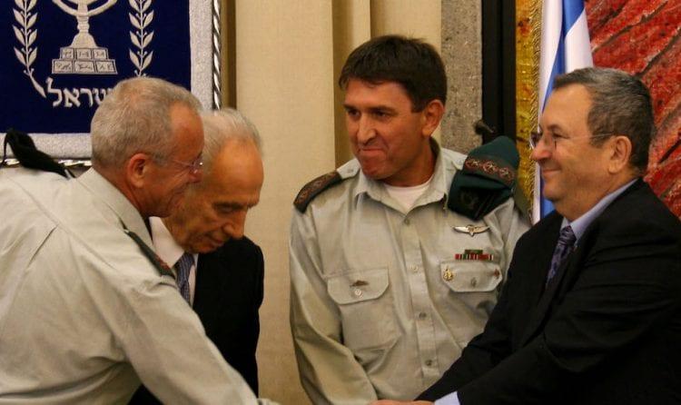 חסון חסון יחד עם אהוד ברק ושמעון פרס (צילום: אנה קפלן, פלאש90)