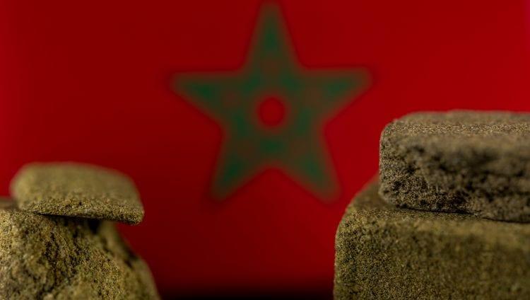 Haschisch marocain dans le contexte du drapeau marocain
