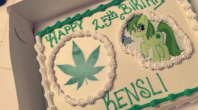 Gâteau à la marijuana au lieu du gâteau Moana