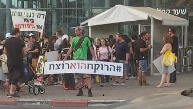"Photo of הרוקחים נעלבו משלט בהפגנה ומאשימים את ד""ר מיכאל דור בהסתה"