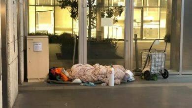 Photo of חולה ישנה תחת בניין משרד הבריאות – העובדים רכשו לה קנאביס