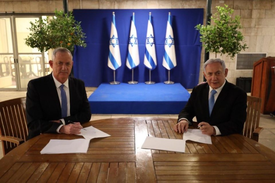 רגע החתימה על הסכם ממשלת אחדות, היום, 20.4.2020